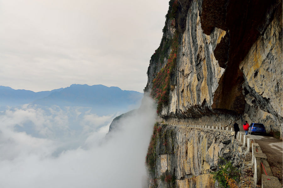 Remote Chongqing Villagers Build Road On Cliff To End Isolation - Image Copyright ChinaDaily.Com