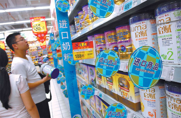 People Choose From Exported Baby Milk Products At A