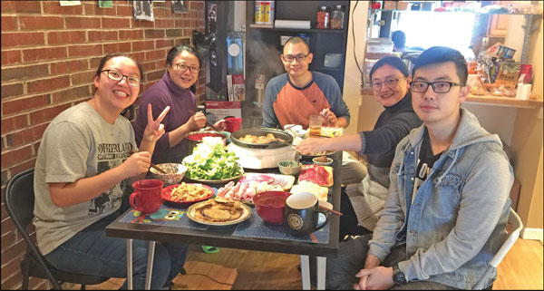 Zhang Le Second From Right Enjoys A Meal With Her Family
