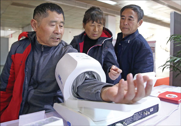 Do It Yourself Home Design: A Visitor S Blood Pressure Is Measured At The Beijing