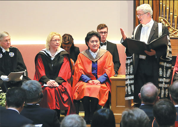 Vice Premier Liu Yandong Receives An Honorary Doctor Of Letters Degree From The University Of