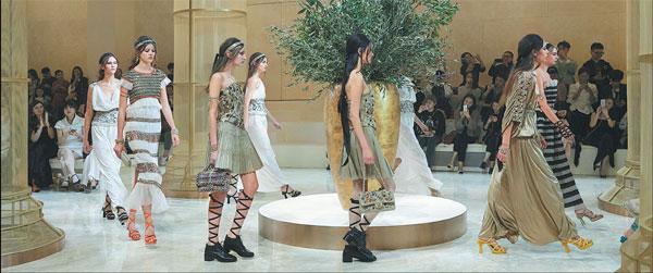Models On The Runway Are Dressed Like Greek Goddesses