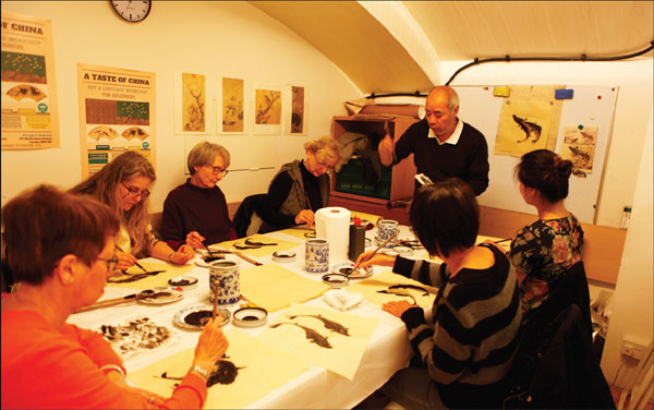 A Class On Chinese Ink Painting Is Held Inside Guanghwa
