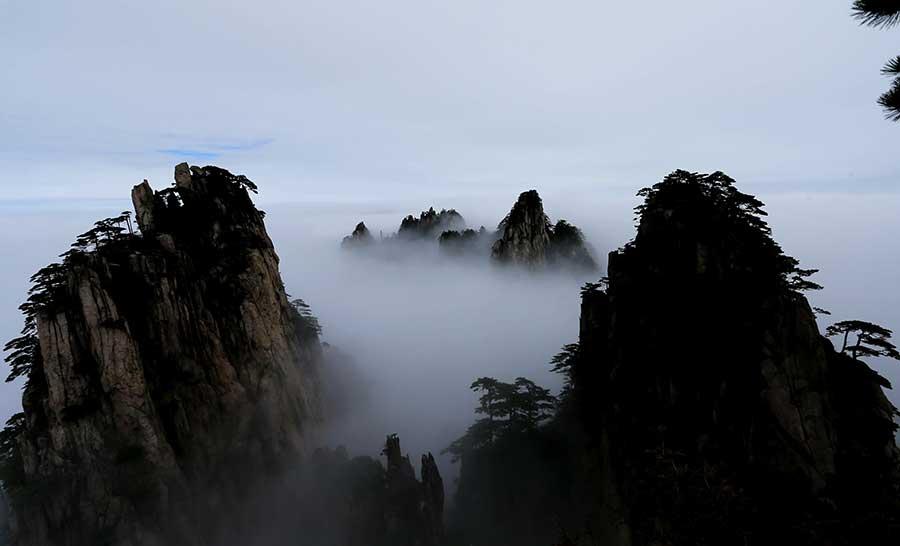 Mist shrouds Mount Huangshan in Anhui