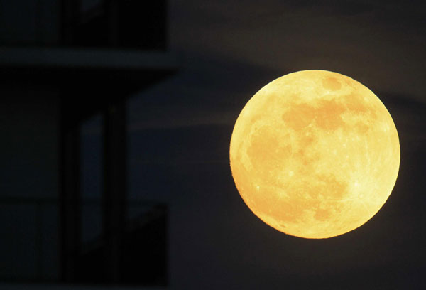 Super Moon Lights Up Saturday S Night Sky 1 Chinadaily
