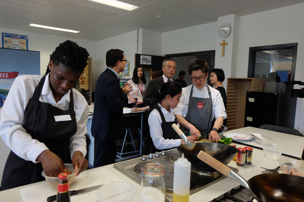 Students At St Michael S Catholic College In London Cook Chinese Food Cl Photo By Cecily Liu Chinadaily Cn